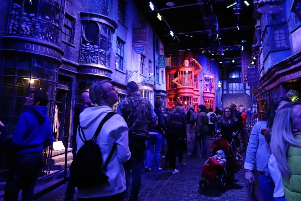 travel blogger: Harry Potter Warner Bros. Studio Tour